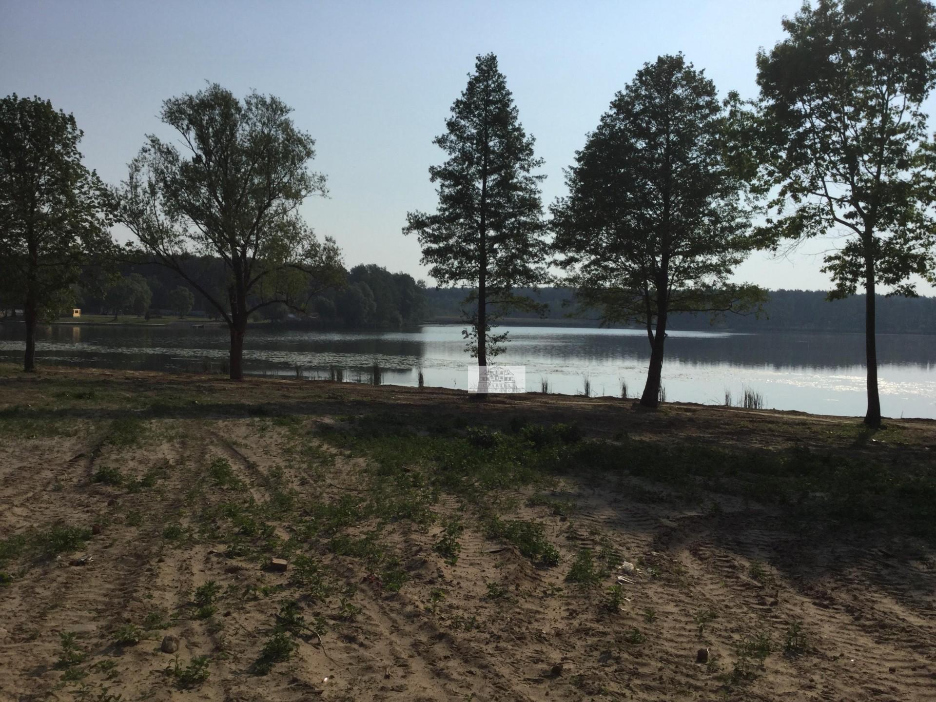 Działka nad jeziorem Błędno